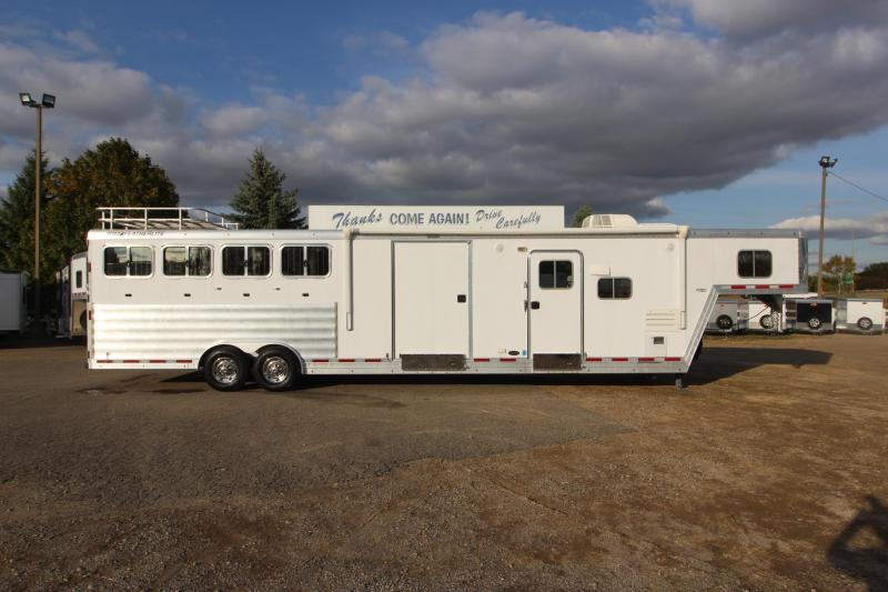 2013 Featherlite 4HR 12.5' LQ MT Horse Trailer