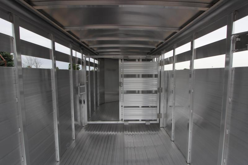2021 Featherlite 8107 16' Livestock Trailer