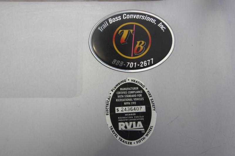 2008 Cimarron Trailers 3HR 14' LQ MT Horse Trailer