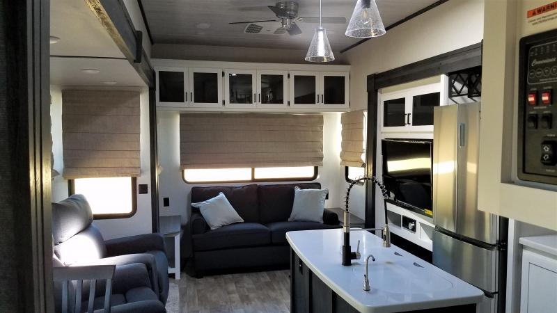 2021 Keystone RV Retreat 39FLFT Destination Trailer RV
