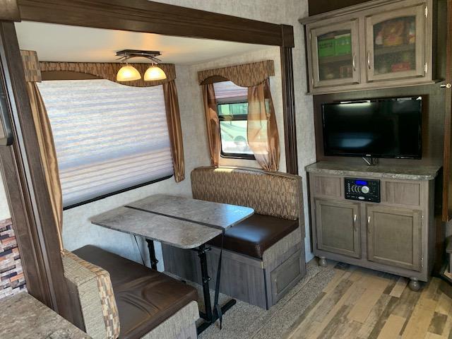 2017 Winnebago Voyage 25RKS Fifth Wheel Campers RV