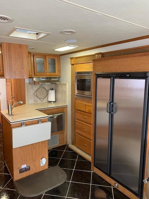 2004 Damon Corporation Escape 4194 LX400 Class A RV