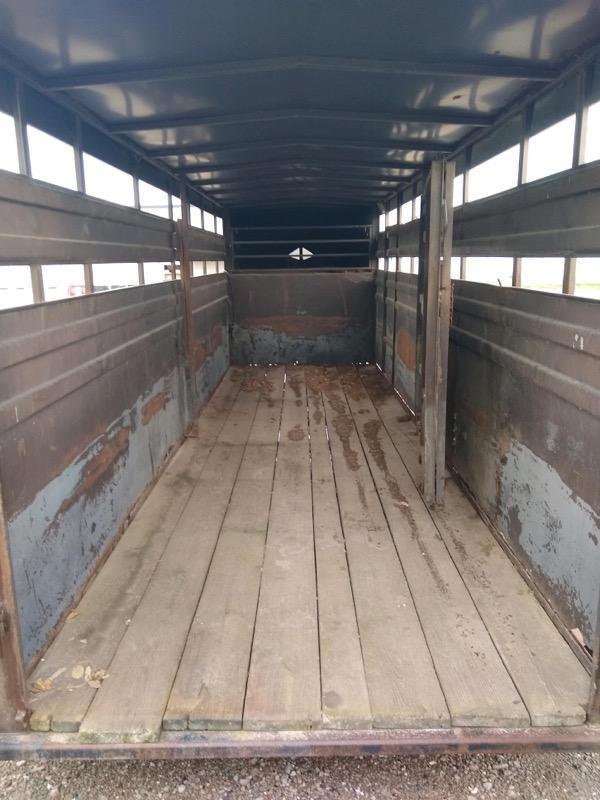 1985 Hillsboro 6x20 GN Livestock Trailer
