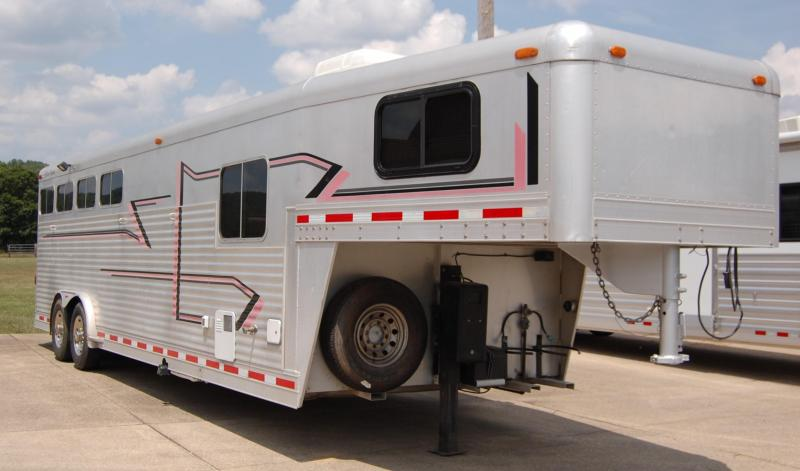 1997 4-Star Trailers Deluxe Horse Trailer