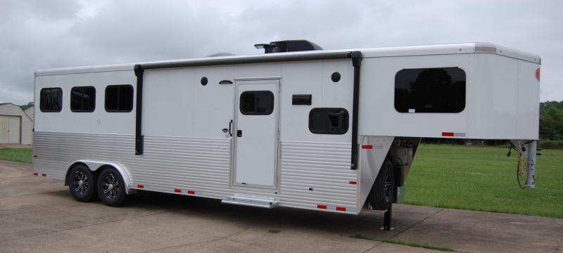 2022 Sundowner SE Horse Trailer