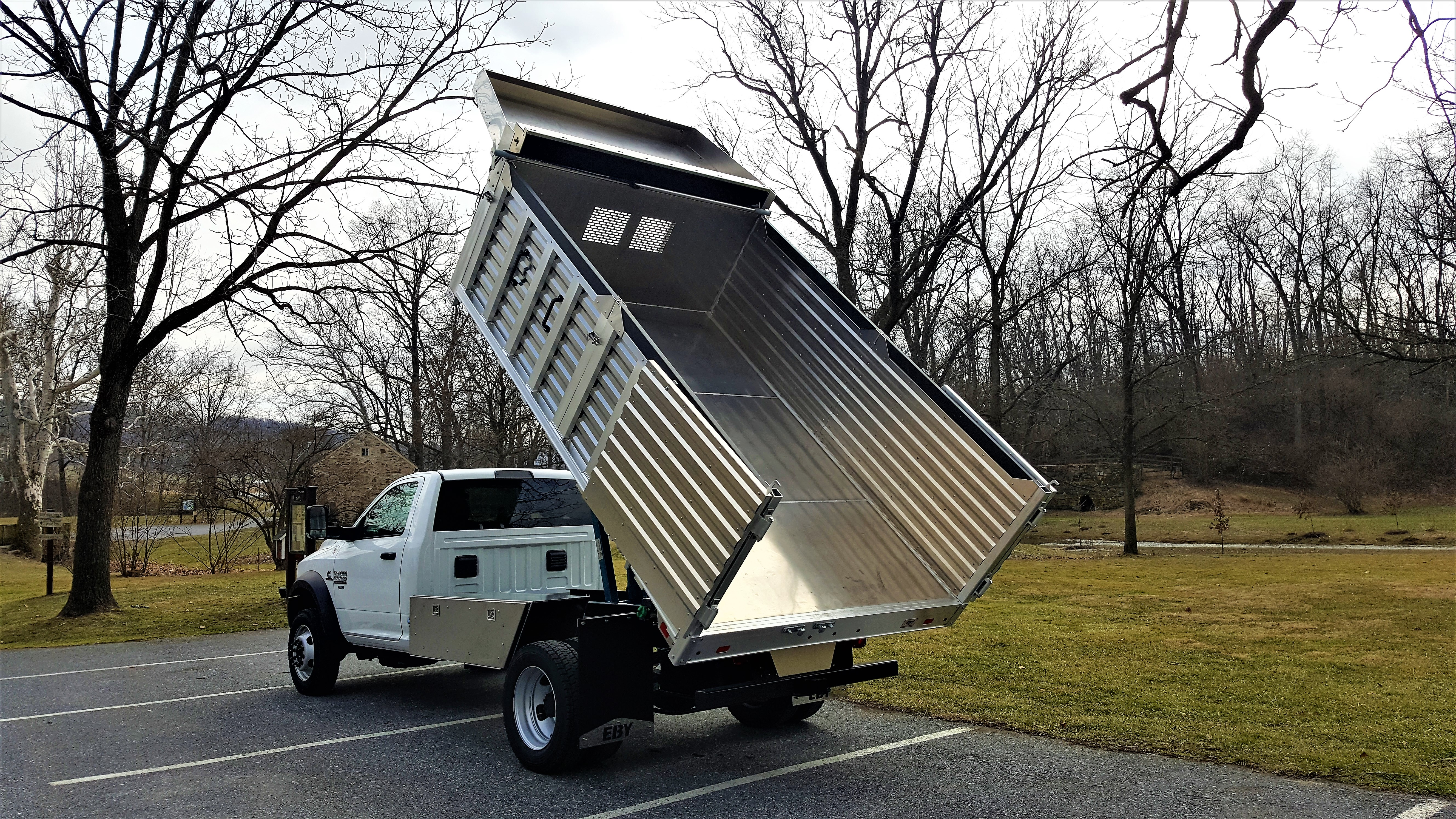 Picture of: Flex Landscape Body Aluminum Trailer And Truck Body Experts In Pa Eby Trailers Shop Dry Vans Reefer Trailers And Aluminum Truck Beds For Sale In Pa Including Reefer Trailers In Pa