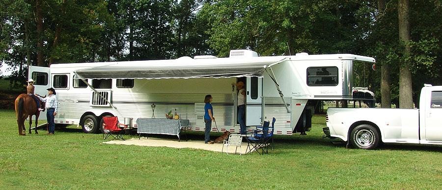 Sundowner Horse Trailers >> Sundowner Wright Way Trailers Serving Iowa Illinois