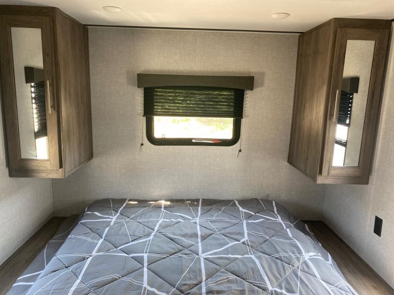 2021 CrossRoads RV Zinger Lite ZR259FL Travel Trailer RV