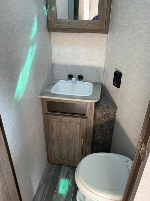 2021 CrossRoads RV Zinger ZR333DB Travel Trailer RV