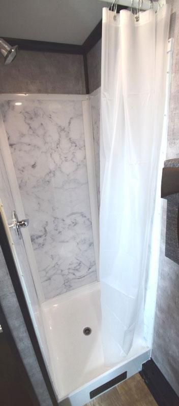6 Station Shower Restroom Trailer Combo