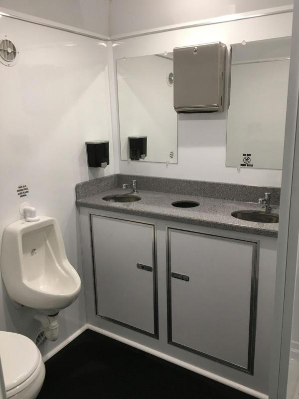 1 Station Restroom Shower Trailer Combo