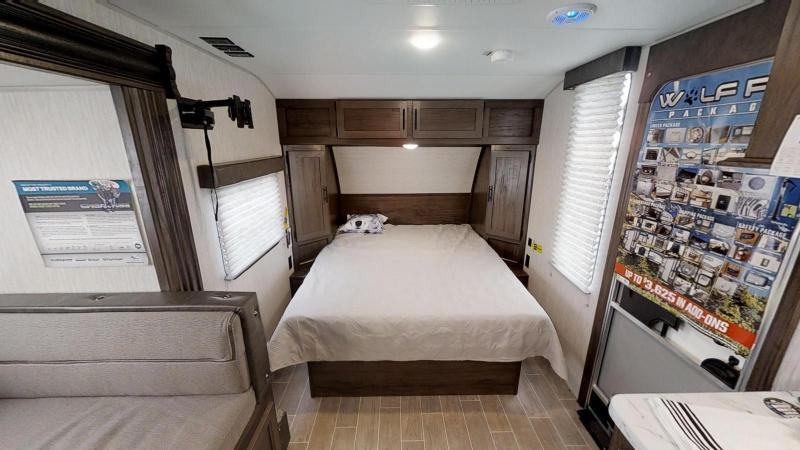 2021 Wolf Pup Limited 16PF Travel Trailer w/Slide-Out RV