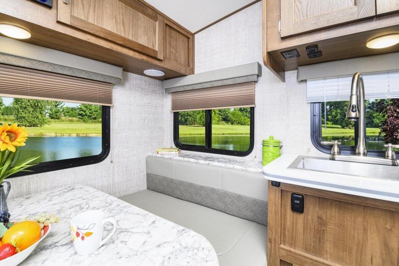 2021 Gulf Stream Vista Cruiser 19ERD Travel Trailer RV