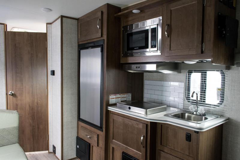 2021 Gulf Stream Vista Cruiser 17SCD Couples Travel Trailer RV