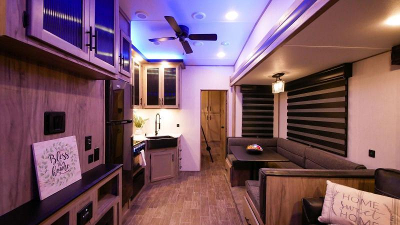 2022 Arctic Wolf Limited 287BH Fifth Wheel RV w/bunks