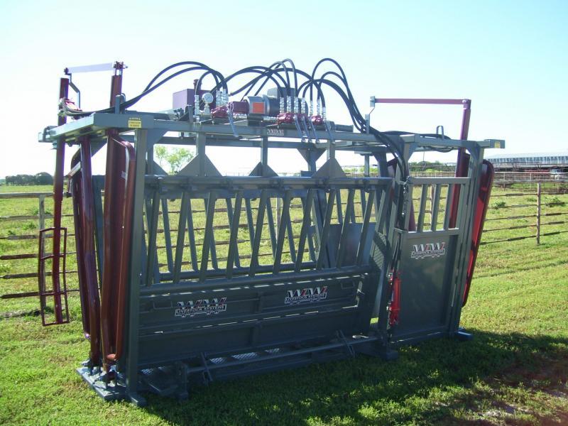 2020 WW Livestock Ranchmaster Hydraulic Chute with Vet Gates