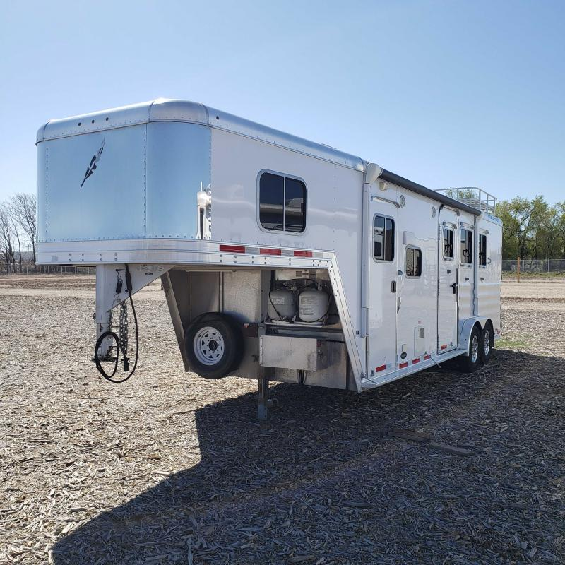 2015 Featherlite 3H LQ Horse Trailer