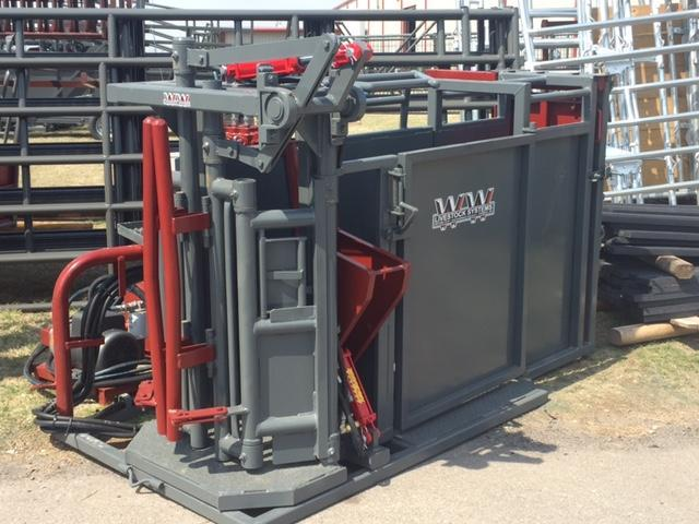 2020 WW Livestock Hydraulic Calf Table Chute