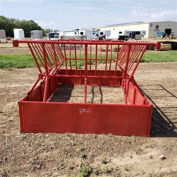Titan West Square Bale Feeder