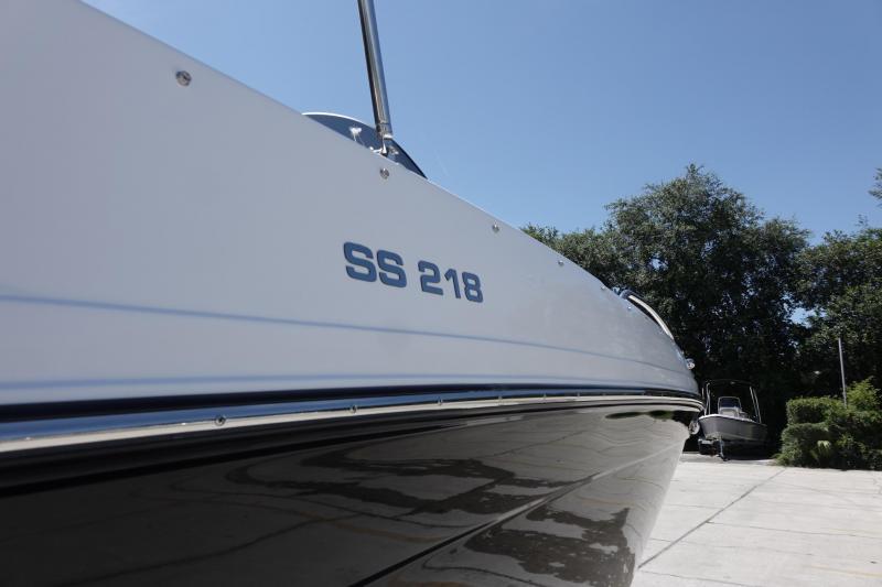 2021 Hurricane Boats SunDeck Sport 218 OB Deck Boat