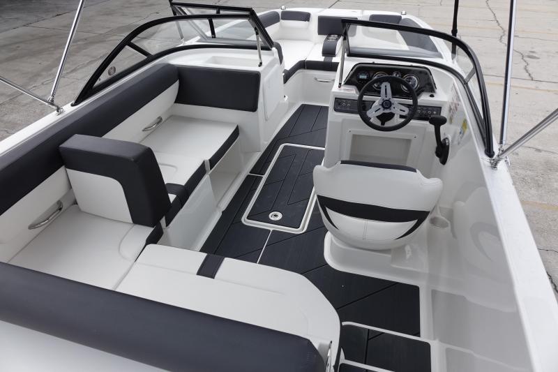 2022 Bayliner Boats DX 2000 Runabout Boat