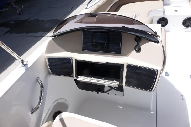2022 Hurricane Boats SunDeck Sport 218 OB Deck Boat
