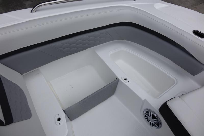 2021 Hurricane Boats SunDeck 191 OB Deck Boat