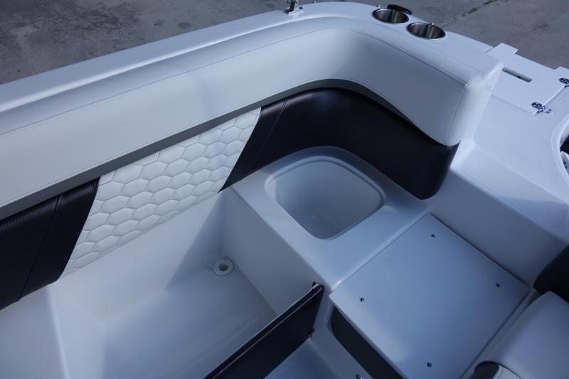 2022 Hurricane Boats SunDeck 217 OB Deck Boat