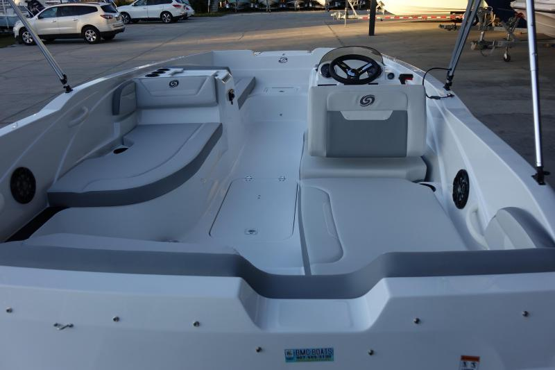 2022 Hurricane Boats SunDeck Sport 205 OB Deck Boat