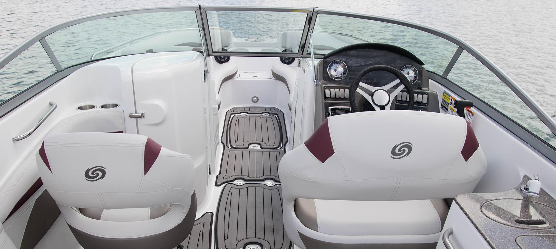 Hurricane Boats SunDeck 2400 OB