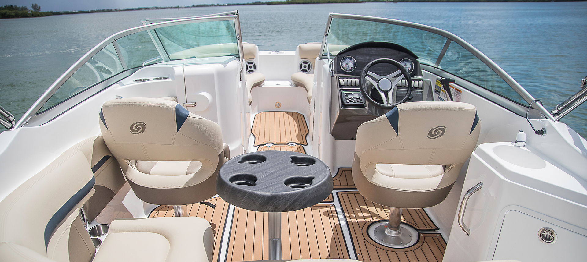 Hurricane Boats SunDeck 2200 DC