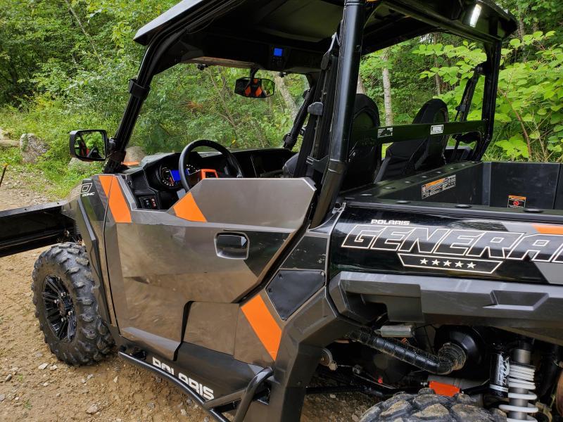 2018 Polaris General 1000 Deluxe with plow
