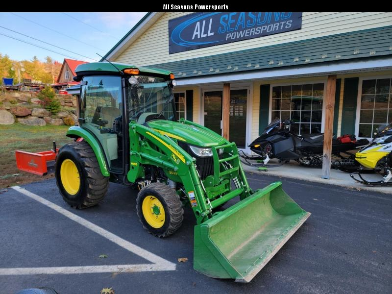2017 John Deere 3039R Loaded with attatchments only 104 HRS