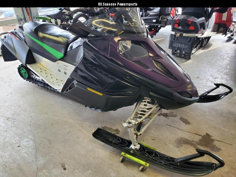 2009 Arctic Cat F5 LXR only 900 miles Snowmobile Vehicle