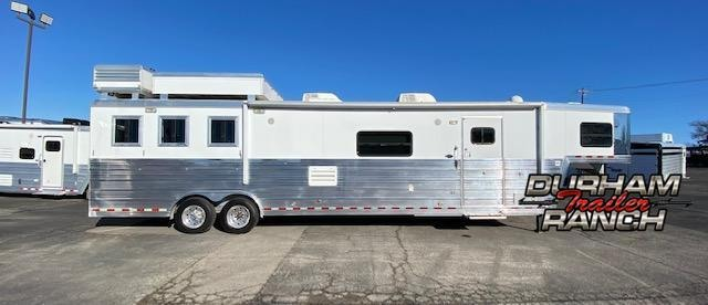 2009 Bloomer 3H Horse Trailer