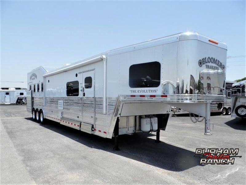 """2020 Bloomer 4H PC Load w/ 17'6"""" SW and 10' Hyd. Slide Out Horse Trailer"""