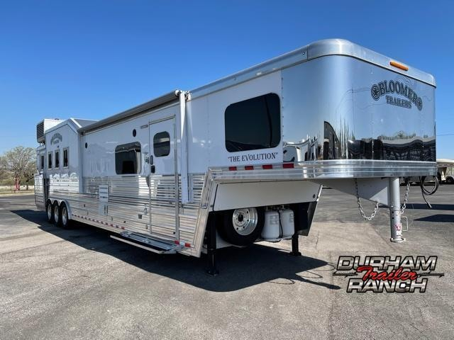 2018 Bloomer 4 Horse 17.5 FT Outlaw Conversion LQ