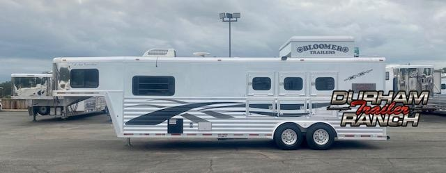 2002 Bloomer 3H Jan Powell Signature Series Horse Trailer