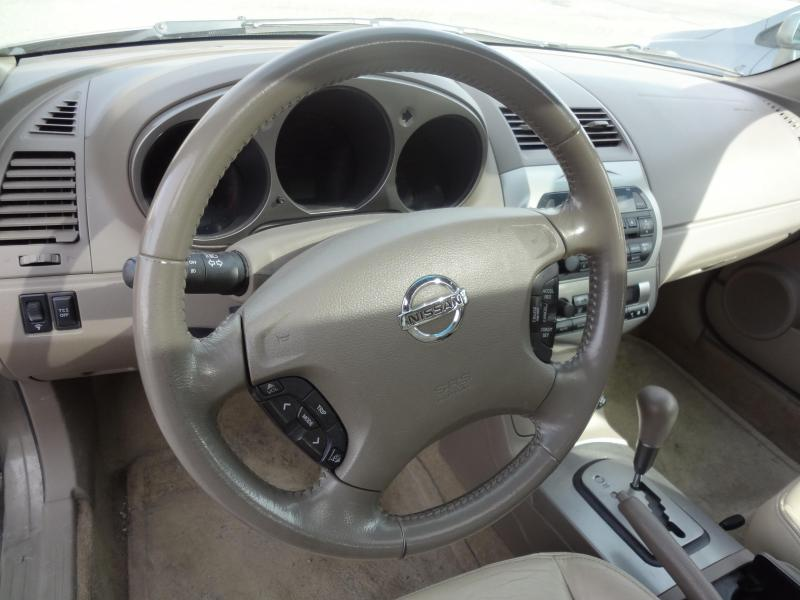 2003 Nissan Altima 3.5 SE Car