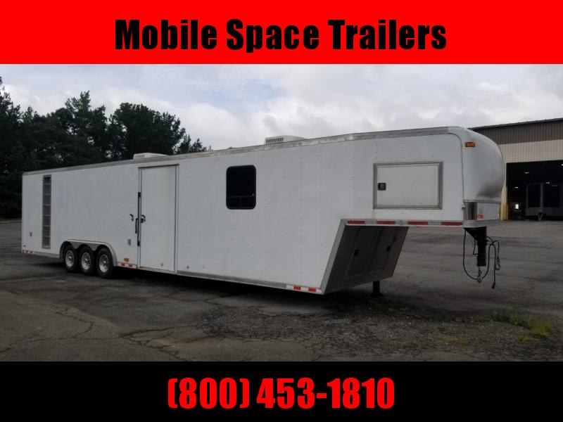 2000 Pace American 18K 40' Car Haluer w/ Living quarters Enclosed Cargo Trailer