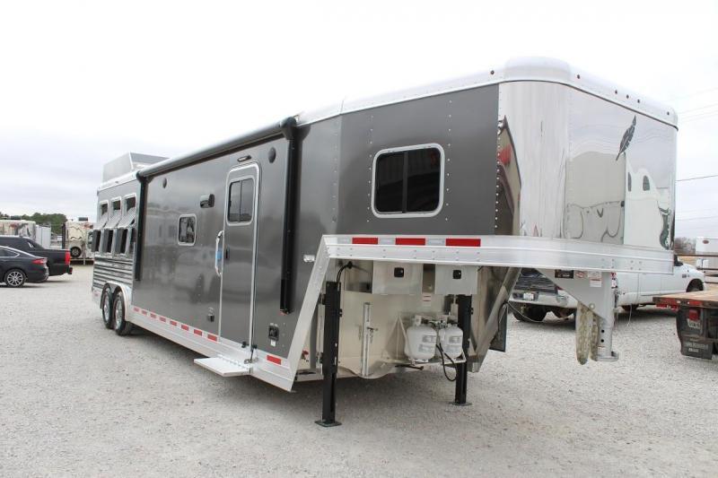 2021 Featherlite 7821 Horse Trailer