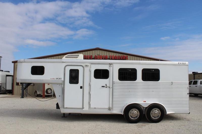 2004 Exiss Trailers Weekender Horse Trailer