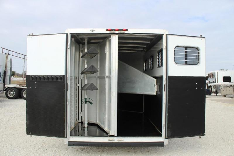 2004 Exiss Trailers Weekender Horse Trailer