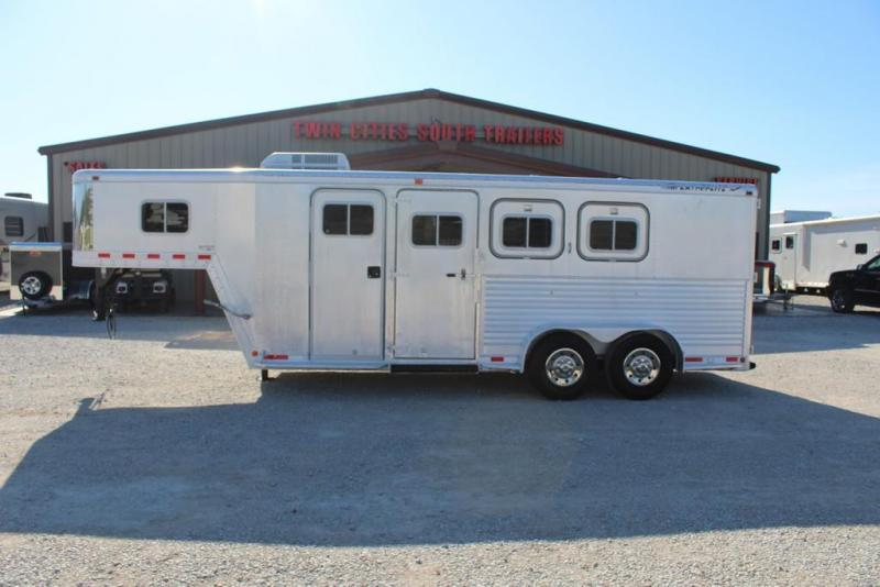 1996 Featherlite dressing room Horse Trailer