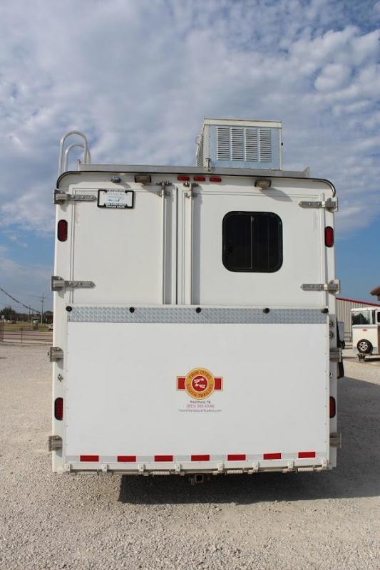 """2010 Merhow 4 horse with 15'2"""" LQ with Midtack"""