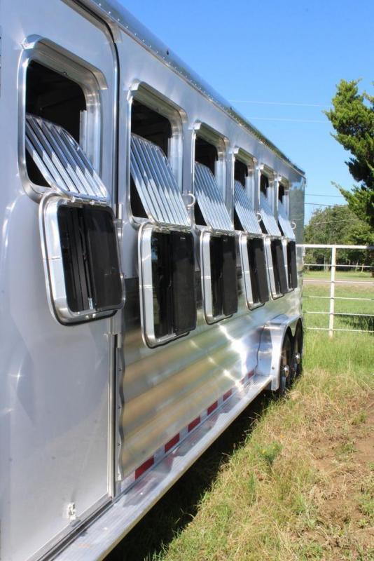 2020 Featherlite 6 horse slant gooseneck