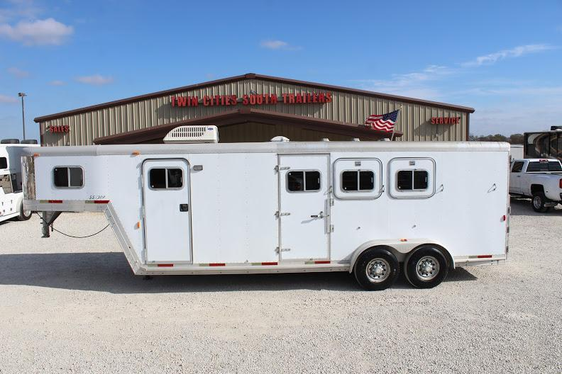 2001 Exiss Trailers Weekender Horse Trailer