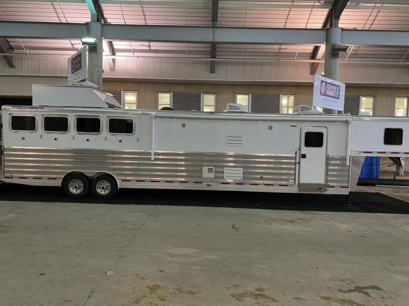 """2021 Featherlite 4 horse with 18'7"""" LQ with Slide Out"""