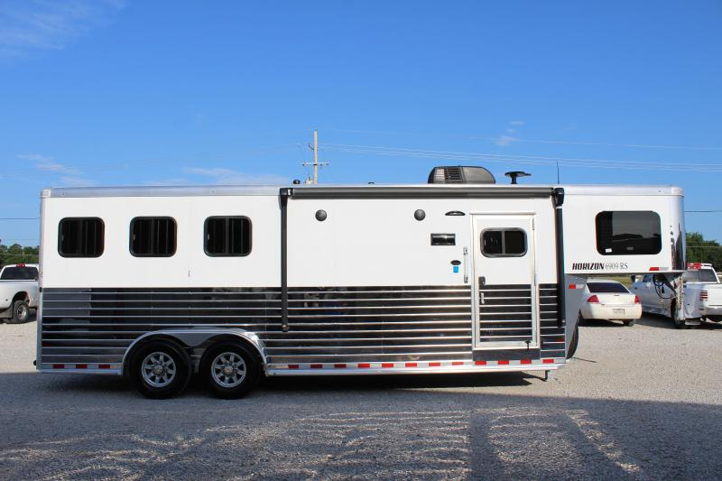 2020 Sundowner 3 horse with 9' Living Quarter
