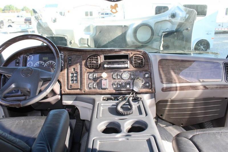 2006 Freightliner M2-106 Truck